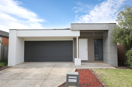 Stacey and Rob's fi rst development project, a three-bedroom house in Tarneit, Victoria