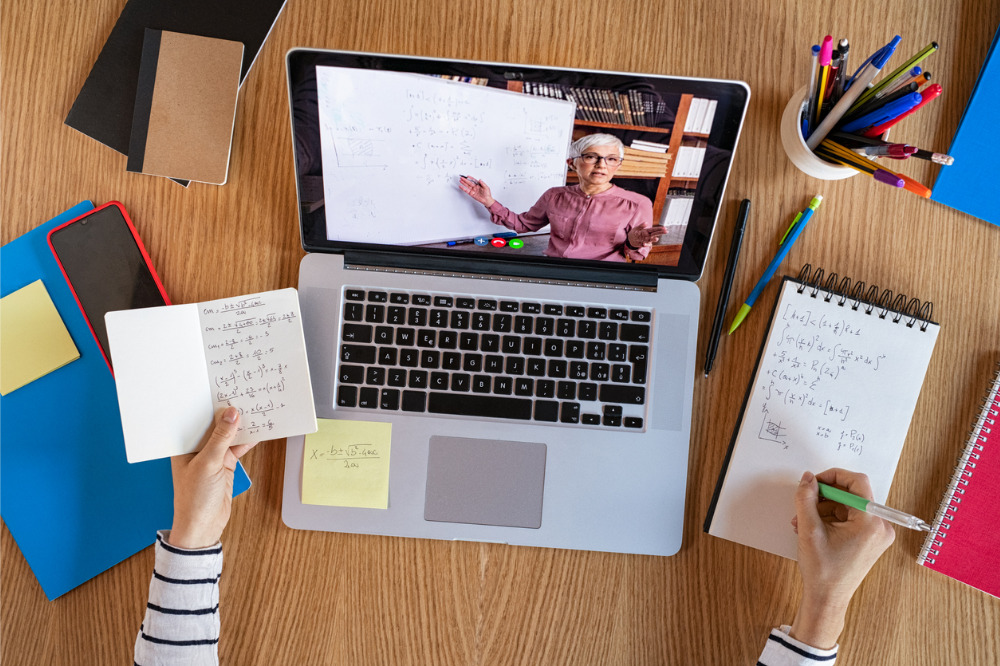 Victorian schools return to remote learning