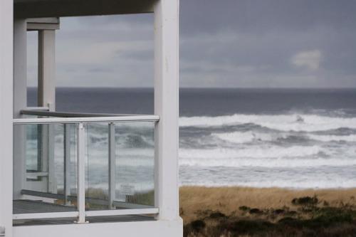 COVID-19 boosts coastal property demand