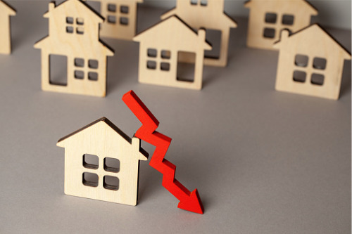 Despite recent sales activity, fresh Teranet-National Bank data points to decline in home prices