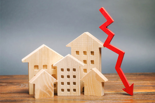 "Short-term real estate prices in Canada to be ""flat to ten percent lower"" – LowestRates.ca CEO"