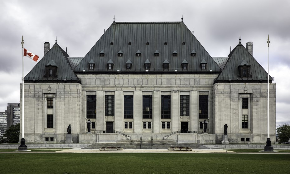 Excessive speeding, even momentarily, can be departure from reasonable standard of care: SCC