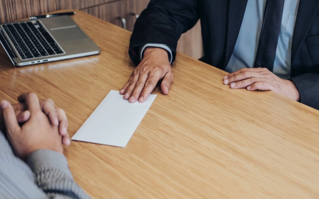 Do employees need to give reasonable notice of resignation?