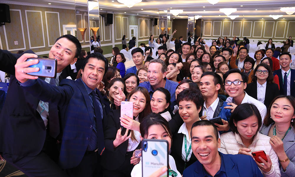 Giving practice management sessions to thousands … in Vietnam
