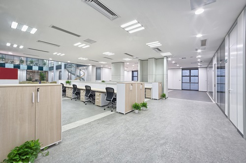 Tech giants send mixed messages on office space