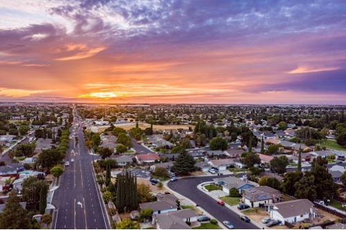 California housing market buoyed by low rates despite price gains