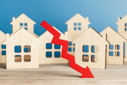 US pending home sales fall for the second month in a row