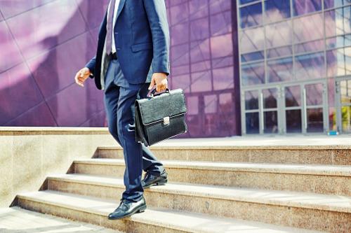Humana CFO to step down