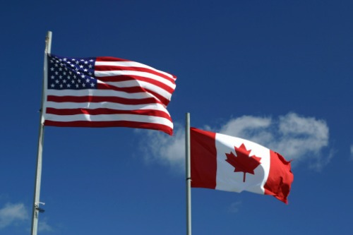 How many Canadians want the US border reopened?