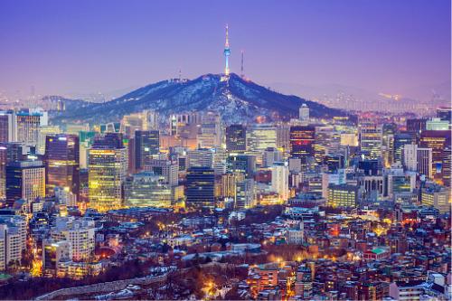 Korean insurance agent hopefuls brave bitter cold for exam