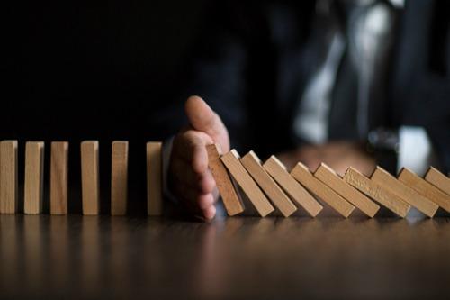 "AMP management overhaul keeps its risks ""on the downside"""