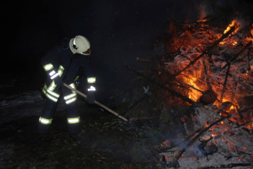 NSW, Victorian governments to fund bushfire clean-up