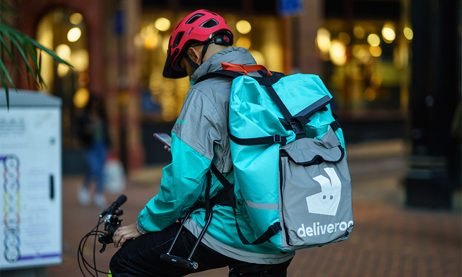 Deliveroo plans to offer benefits without classifying riders as employees