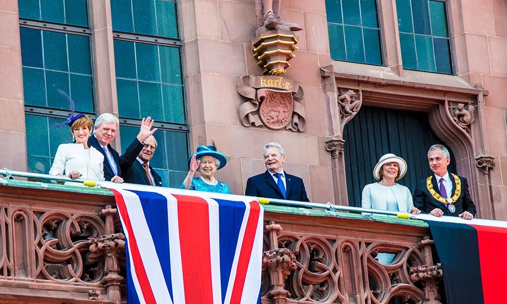 COVID-19: Queen praises frontline workers