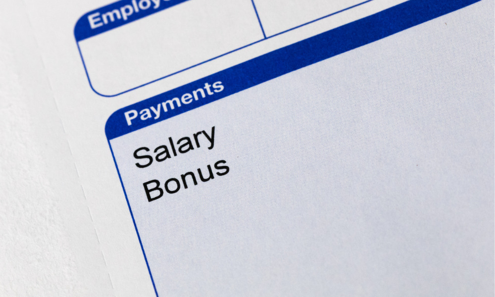 Should bonuses be paid during an employee's notice period?