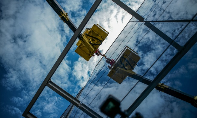 Investigations underway into wild ride for Edmonton window washer