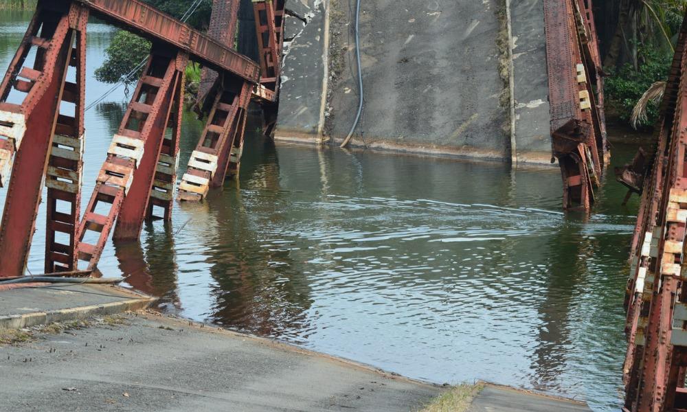 Worker dies from collapsing bridge incident