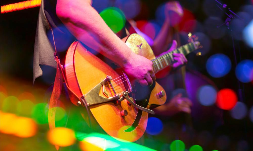 California musicians rejoice as governor ratifies new legislation on employment classification