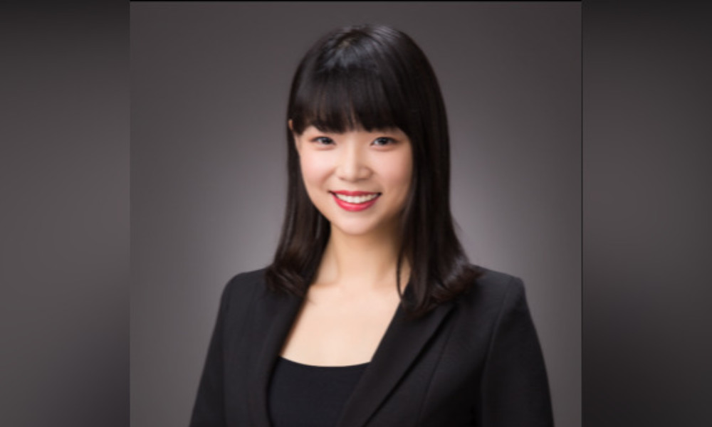 Linda Lau, Holding Redlich