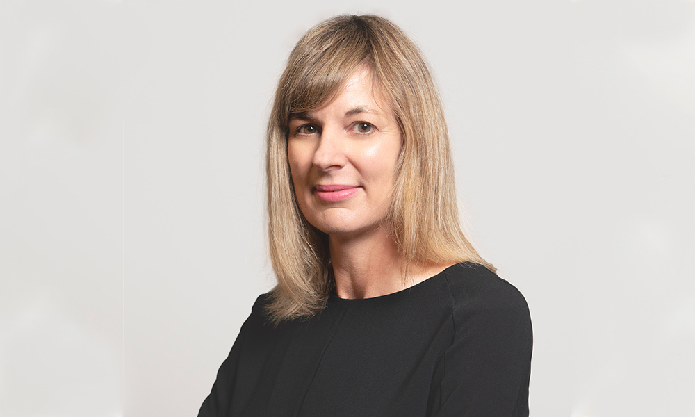 Lowndes Jordan snaps up commercial law specialist